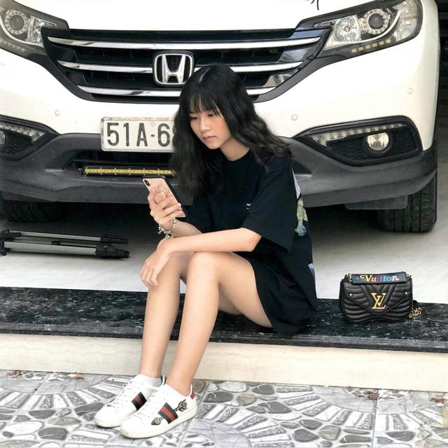 Nữ sinh dùng cả xấp thẻ ATM thay thước kẻ: Dân mạng choáng với bộ sưu tập Gucci, Louis Vuitton - Ảnh 7.