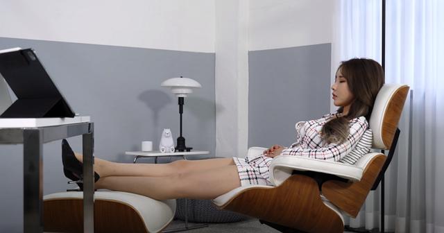 Chuyển nghề từ mẫu nội y sang Youtuber, cô nàng hot girl chẳng làm gì, chỉ ngủ view cũng tăng vèo vèo - Ảnh 6.