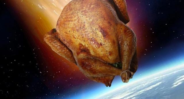 Điều gì sẽ xảy ra nếu một con gà lao thẳng vào Trái Đất với tốc độ gần 300.000 km/giây? - Ảnh 1.