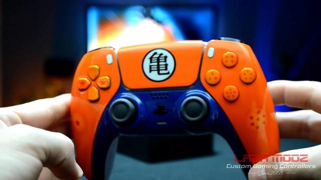 Youtuber tự tay tạo ra phiên bản Dragon Ball Z tuyệt đẹp của tay cầm PS5 DualSense - Ảnh 1.