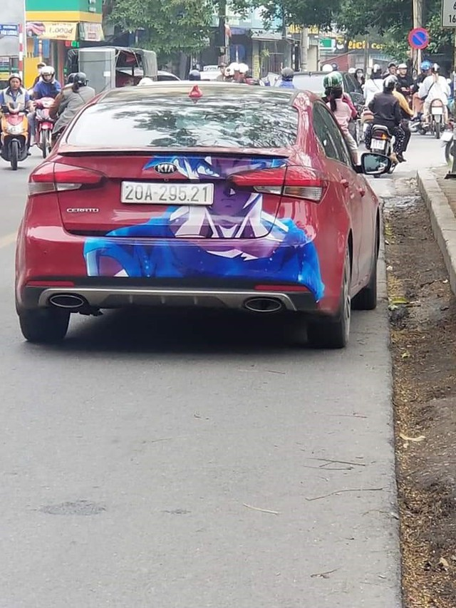 Xuất hiện hàng loạt ôtô dán decal Dragon Ball bon bon trên khắp tuyến phố Việt Nam - Ảnh 6.