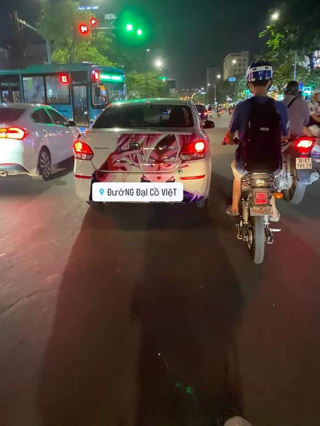 Xuất hiện hàng loạt ôtô dán decal Dragon Ball bon bon trên khắp tuyến phố Việt Nam - Ảnh 2.