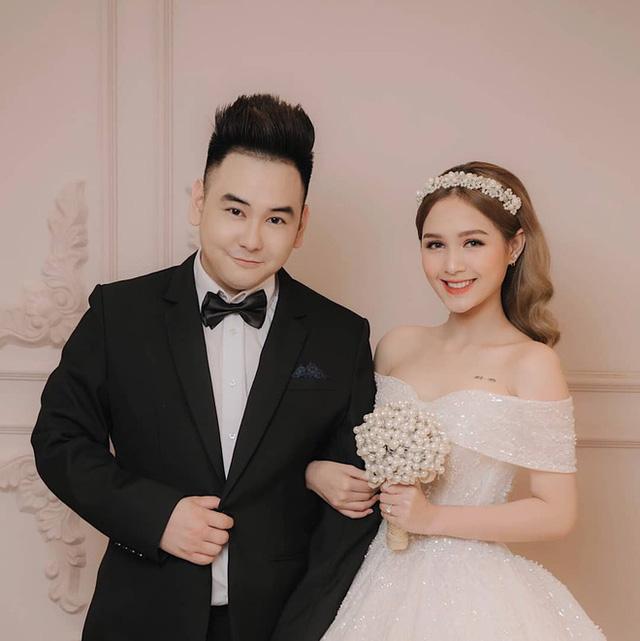Chuyện tình Xemesis và vợ trẻ 2k2 trước thềm siêu đám cưới: Chênh nhau 13 tuổi, gặp không ít thị phi nhưng vẫn về đích an toàn - Ảnh 12.