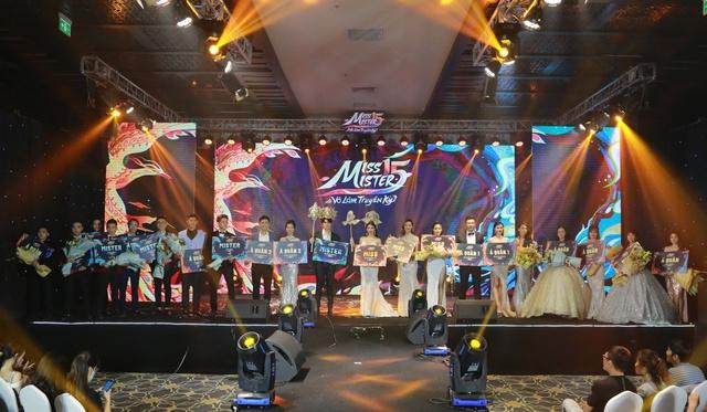 Đêm chung kết của cuộc thi Miss & Mister VLTK 15 - Hấp dẫn, gay cấn và ngập tràn cảm xúc - Ảnh 16.