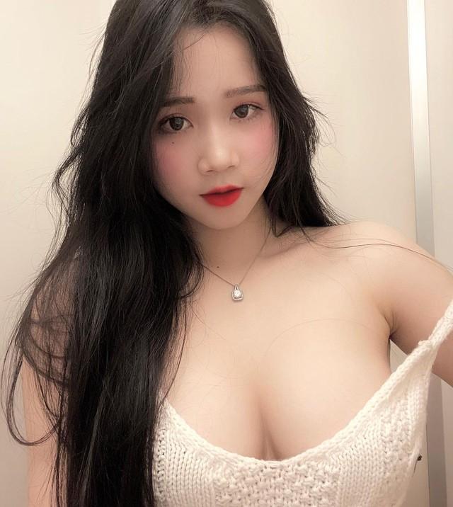 Trần Thị Ngọc Nhi, cô nàng hot girl đang gây bão với vòng một 1m của mình Photo-1-16067937918931429855440