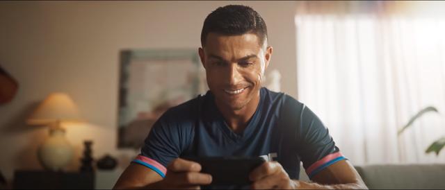 Vừa nổi cáu, Ronaldo làm một điều cực kỳ nghịch lý với Free Fire khiến cư dân mạng cảm thấy phấn khích - Ảnh 5.