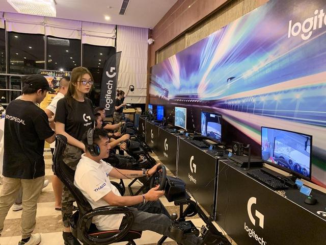 Logitech G kết hợp BMW tạo ra trải nghiệm đua xe hoàn hảo từ thực tế đến video game - Ảnh 2.