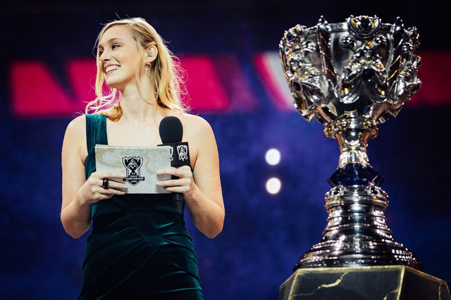 Esports Awards và The Game Awards nữ MC Sjokz Dẫn chương trình xuất sắc nhất Photo-1-1607826563347283333521