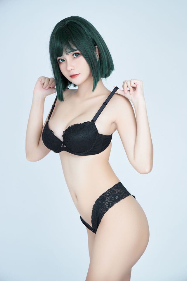 The American female One Punch Man shows off her bold body through a series of photos by a Vietnamese coser - Photo 7.