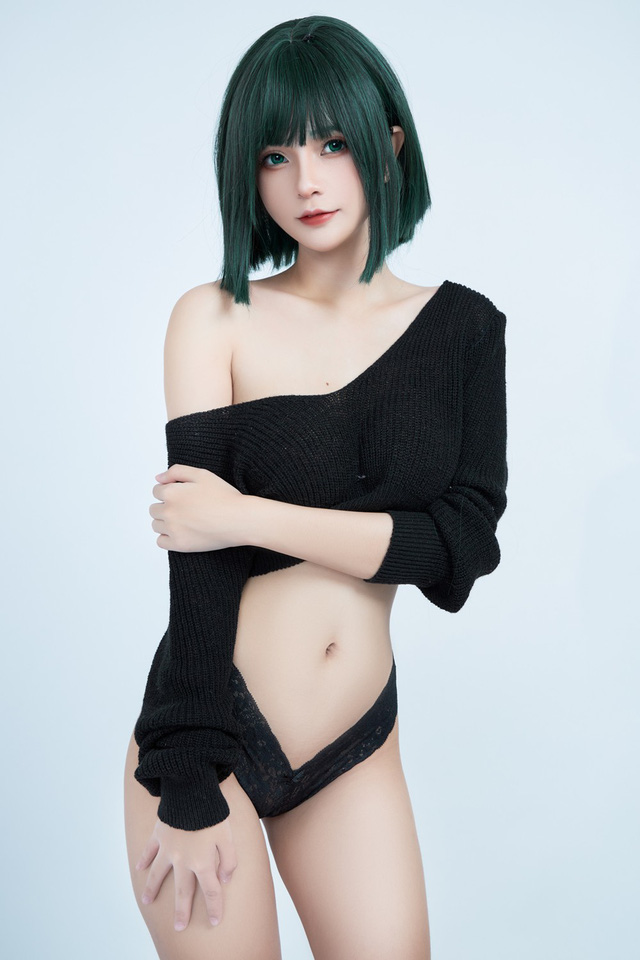 American female One Punch Man shows off her bold body through a series of photos by a Vietnamese coser - Photo 1.