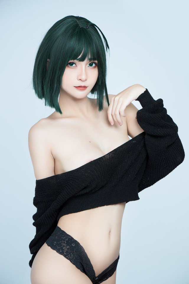 The American female One Punch Man shows off her bold body through a series of photos by a Vietnamese coser - Photo 3.