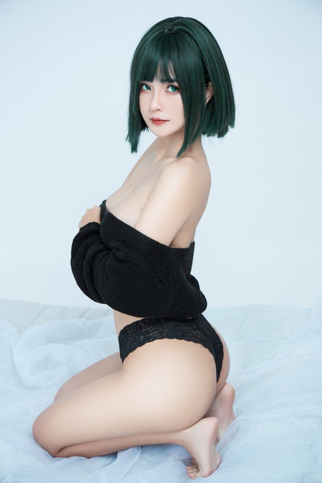 The American female One Punch Man shows off her bold body through a series of pictures of a Vietnamese coser - Photo 4.