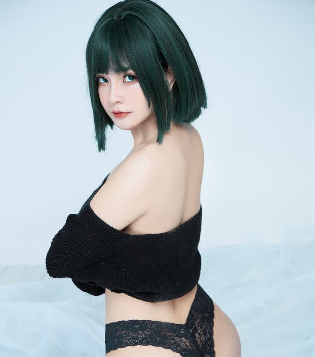 The American female One Punch Man shows off her bold body through a series of photos by a Vietnamese coser - Photo 5.