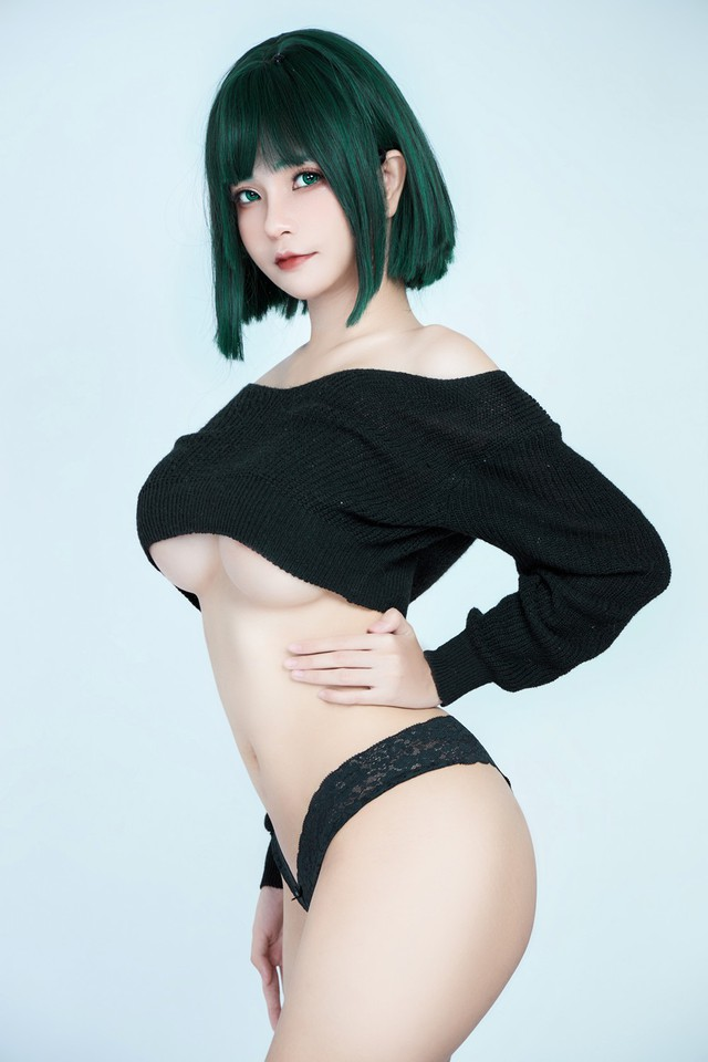 American female One Punch Man shows off her bold body through a series of photos by a Vietnamese coser - Photo 6.