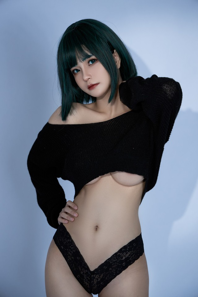 The American female One Punch Man shows off her bold body through a series of photos by a Vietnamese coser - Photo 8.