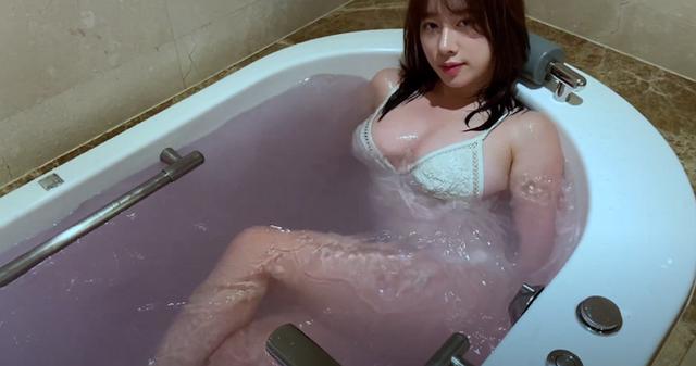 Livestream cảnh tắm bồn trong khách sạn, nữ streamer xinh đẹp trở nên siêu hot chỉ sau một đêm - Ảnh 4.