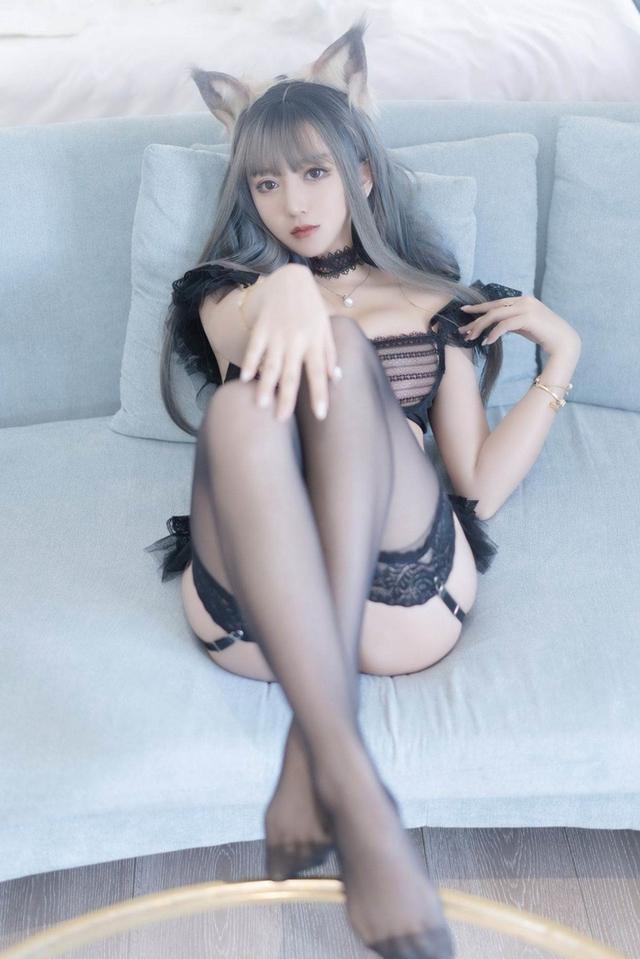 Đứng hình với vẻ đẹp gợi cảm không tì vết của mỹ nhân hóa thân thành cô gái sói nóng bỏng - Ảnh 3.