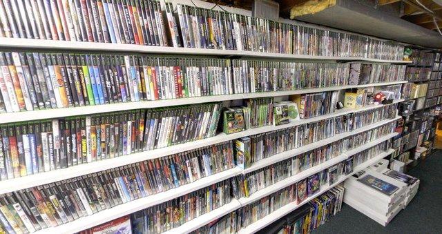 Game thủ bị mẹ vứt đi bộ sưu tập game cổ trị giá khủng Photo-1-1606842988486529052473