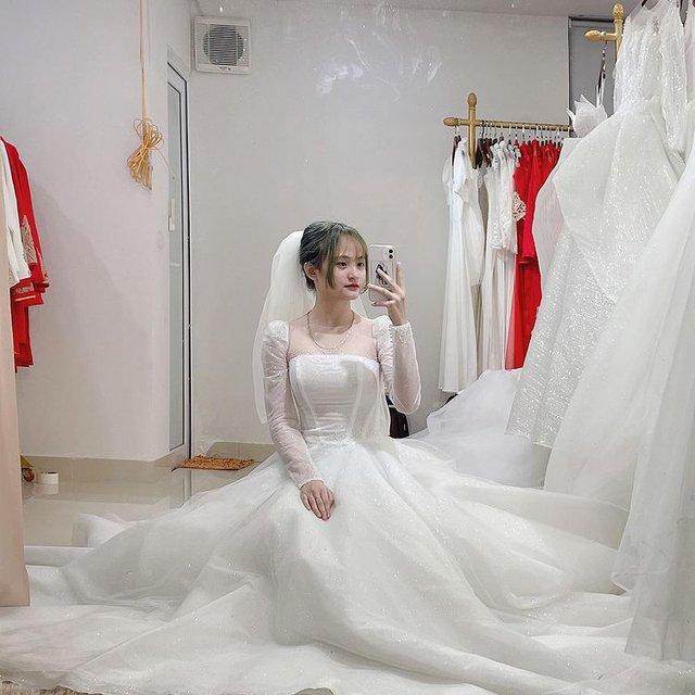 Sau scandal lộ clip, streamer Alice khoe ảnh váy cưới nhưng thái độ và phát ngôn của Thắng Thép thì rất lạ - Ảnh 1.
