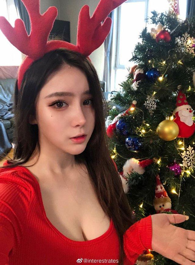 Bị phát tán series 8 clip nóng lên mạng, nàng hot girl xinh đẹp thản nhiên Đã bị lộ rồi thì cứ coi như quà cho người hâm mộ - Ảnh 1.