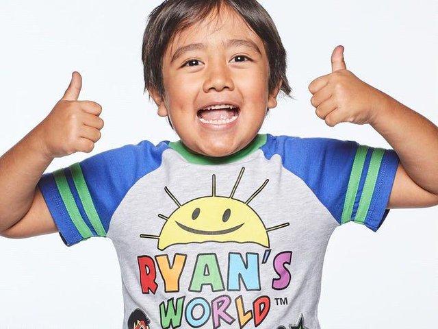 Vượt qua cả ông hoàng PewDiePie, cậu bé 9 tuổi này là Youtuber kiếm được nhiều tiền nhất năm 2020 - Ảnh 2.