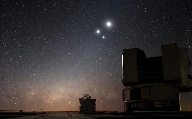 Người Việt sắp được theo dõi sự kiện Sao Thổ xếp chồng lên Sao Mộc trên bầu trời, siêu hiếm gặp 800 năm mới có 1 lần - Ảnh 1.