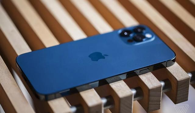Bán iPhone 12 không có củ sạc, Apple bị bóc mẽ và nguy cơ bị phạt nặng ở quốc gia này - Ảnh 1.