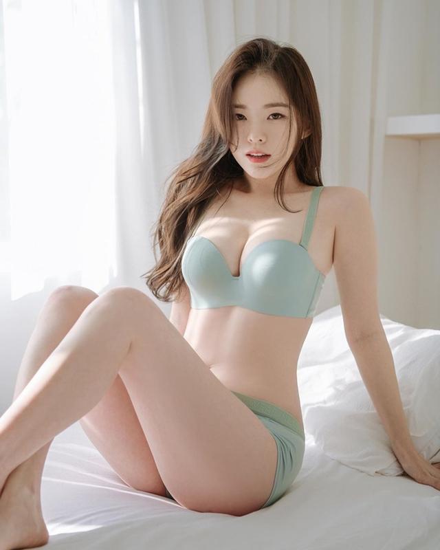 nữ CEO hot girl tự tay mặc luôn nội y để quảng cáo Photo-1-16073165090341148992274