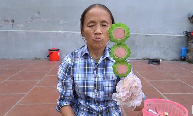 Làm món mướp đắng trộn xúc xích, bà Tân Vlog gây tranh cãi khi các cháu ăn tới nhăn mặt nhưng vẫn khen ngon - Ảnh 2.
