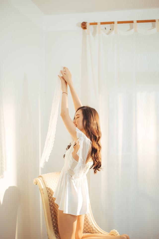 """Streamer ChiChi khoe trọn thân hình nóng bỏng mắt trong bộ ảnh """"Sexy cùng nắng"""" làm fan chao đảo - Ảnh 9."""