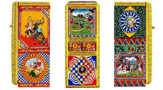 Top 7 món đồ kỳ quặc từng được bán với giá trên trời, nến có mùi 18+ và chai xịt chống ma cà rồng khiến dân tình ngã ngửa - Ảnh 2.
