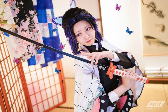 Kimetsu no Yaiba: Trùng trụ Kochou Shinobu khoe vẻ gợi cảm khó cưỡng qua loạt ảnh cosplay đẹp mê hồn - Ảnh 10.