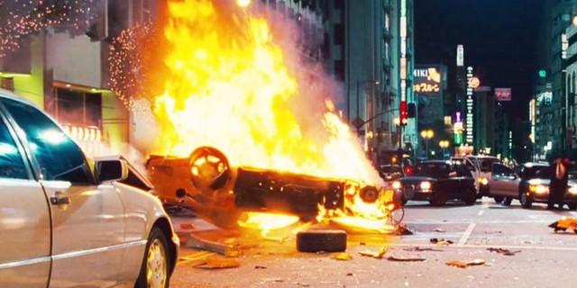 Cảnh xe của Han bốc cháy ở cuối phần 3
