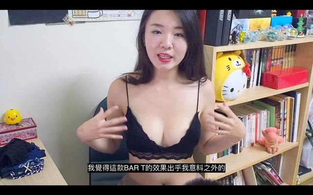 Vừa trông trẻ vừa quảng cáo nội y trên sóng, nữ Youtuber khiến cho cộng đồng mạng nóng mắt - Ảnh 2.
