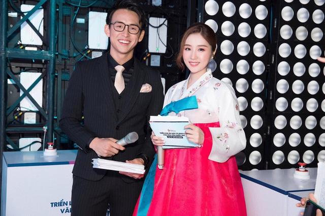 Chân dung nữ ca sĩ người Hàn Quốc gây bão vì khen ngợi bánh mì trên sóng VTV - Ảnh 14.