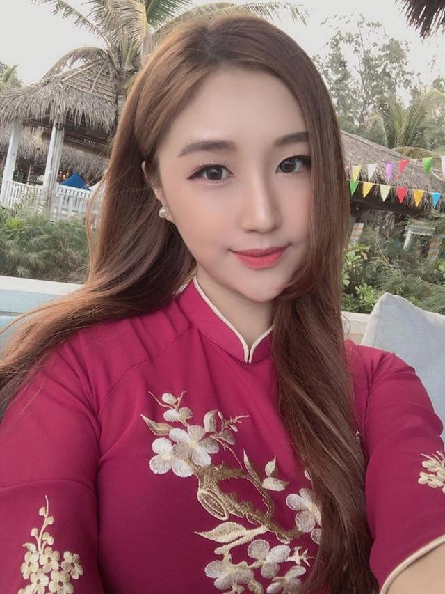 Chân dung nữ ca sĩ người Hàn Quốc gây bão vì khen ngợi bánh mì trên sóng VTV - Ảnh 3.