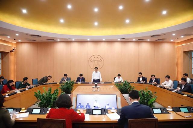 Chủ tịch Hà Nội: Không chủ quan khi có 2 ca xét nghiệm âm tính nhưng sau 7 - 8 ngày lại dương tính Covid-19 - Ảnh 2.