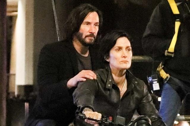 The Matrix 4 tuyên bố tạm ngừng sản xuất vì Covid-19, ngày Keanu Reeves trong năm 2021 có thể bị hủy bỏ - Ảnh 1.