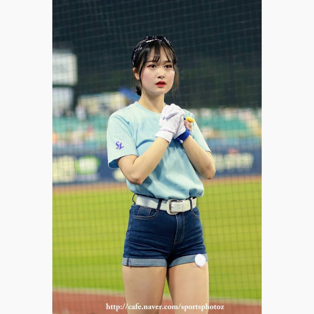 Ngắm nhan sắc tuổi 18 của nữ thần hoạt náo viên xứ Hàn - Ảnh 19.