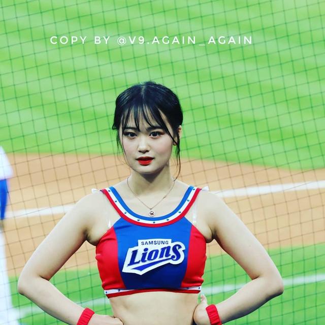 Ngắm nhan sắc tuổi 18 của nữ thần hoạt náo viên xứ Hàn - Ảnh 13.