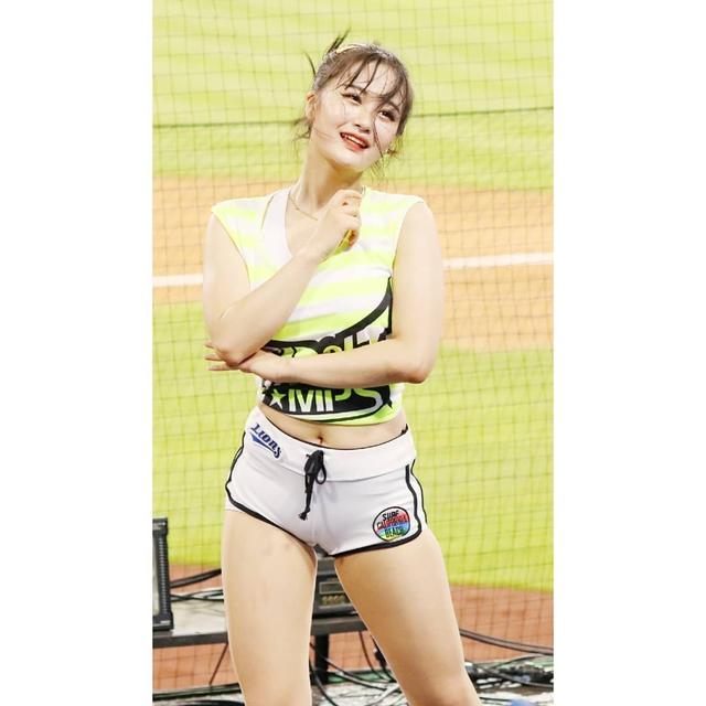 Ngắm nhan sắc tuổi 18 của nữ thần hoạt náo viên xứ Hàn - Ảnh 9.