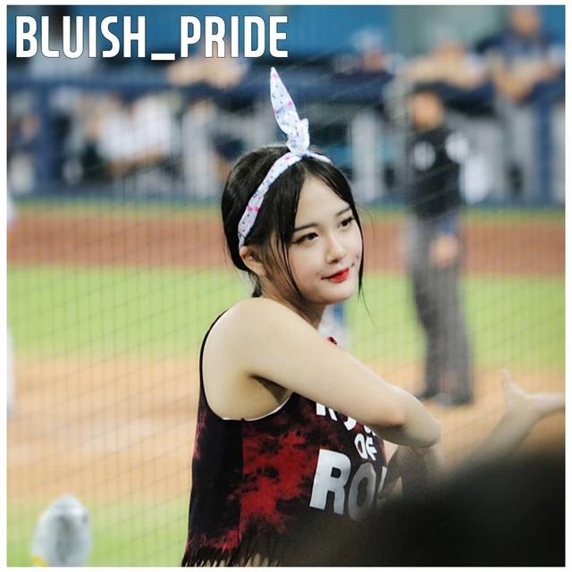 Ngắm nhan sắc tuổi 18 của nữ thần hoạt náo viên xứ Hàn - Ảnh 10.
