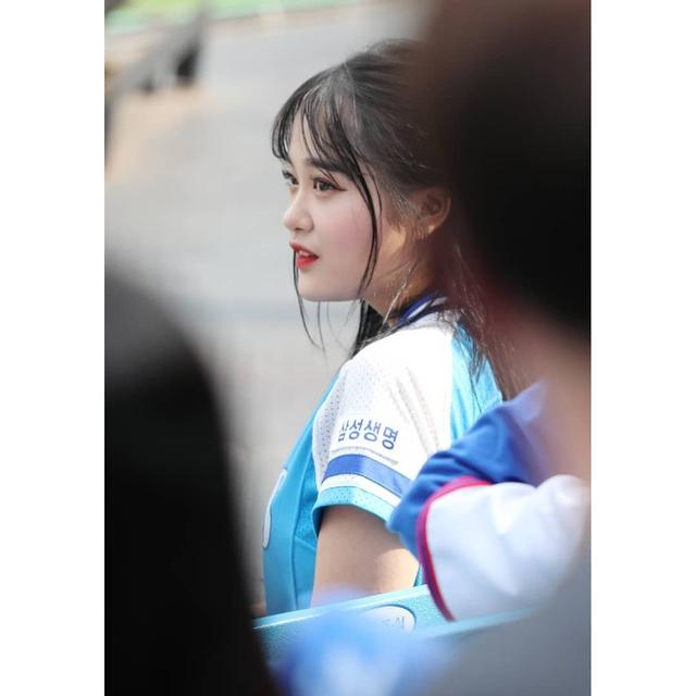 Ngắm nhan sắc tuổi 18 của nữ thần hoạt náo viên xứ Hàn - Ảnh 15.