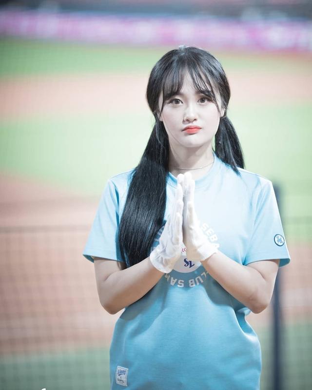 Ngắm nhan sắc tuổi 18 của nữ thần hoạt náo viên xứ Hàn - Ảnh 16.
