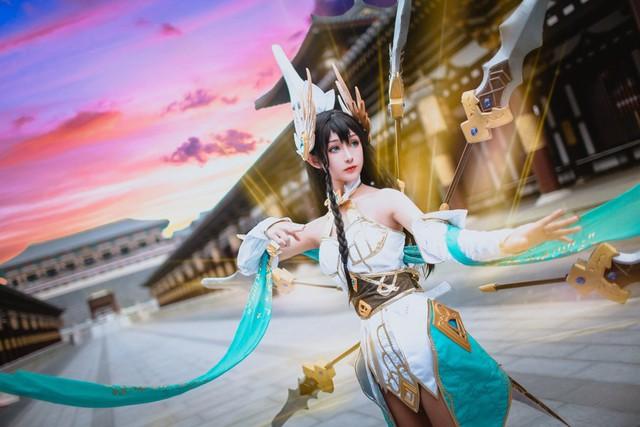 LMHT: Choáng váng vì vẻ đẹp tựa thần tiên tỉ tỉ trong bộ cosplay Irelia Tiên Kiếm của nữ game thủ Trung Quốc - Ảnh 4.
