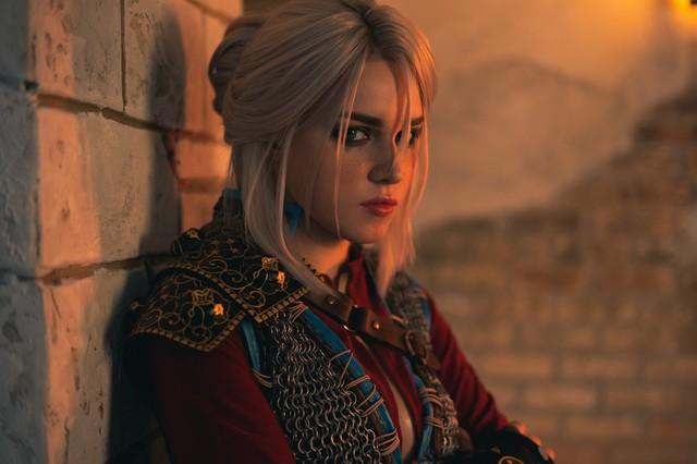 Ngắm nhìn nàng Ciri của The Witcher phiên bản siêu chân dài gợi cảm và quyến rũ - Ảnh 1.