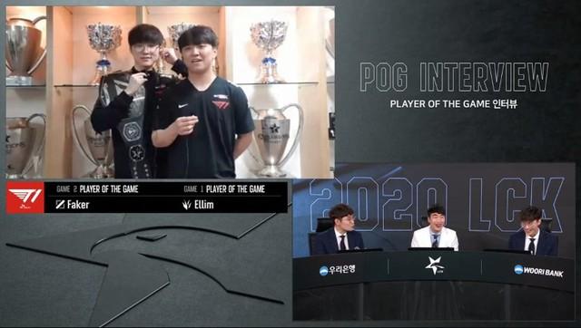 LMHT: Phải thi đấu online tại Gaming House, các tuyển thủ T1 tranh thủ khoe cup triệt để khi trả lời phỏng vấn - Ảnh 2.