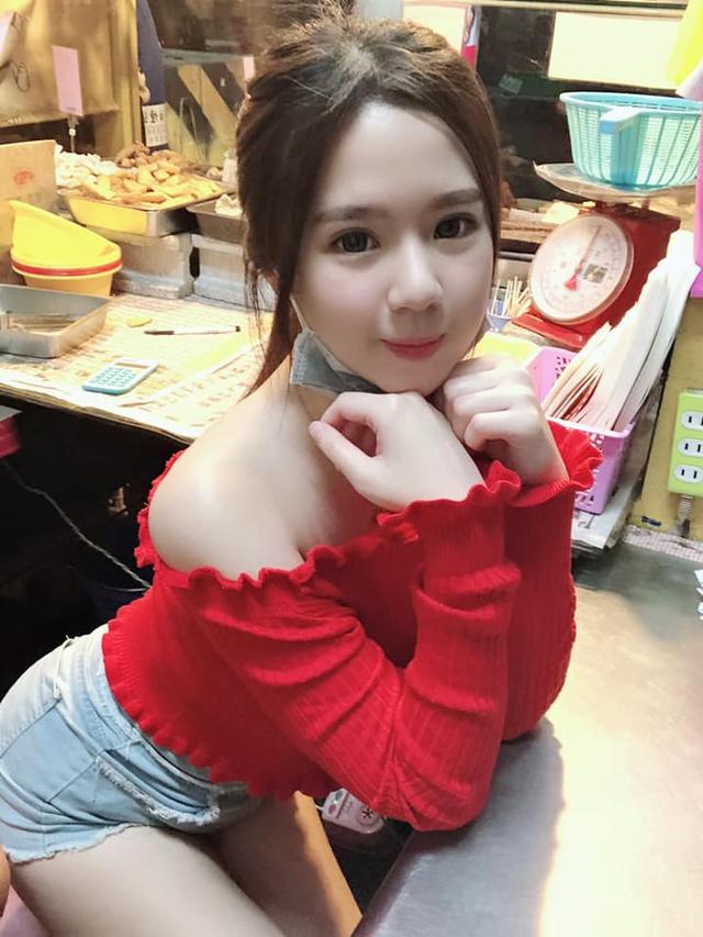Bị chụp lén cảnh bán gà rán trong chợ, cô nàng được cộng đồng mạng phong hot girl chỉ sau một bài post - Ảnh 2.