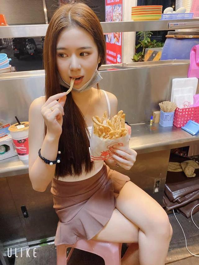 Bị chụp lén cảnh bán gà rán trong chợ, cô nàng được cộng đồng mạng phong hot girl chỉ sau một bài post - Ảnh 3.