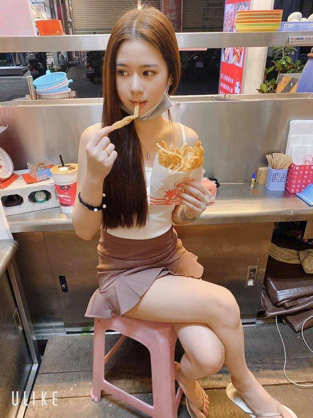 Bị chụp lén cảnh bán gà rán trong chợ, cô nàng đã được cộng đồng mạng phong hot girl chỉ sau một bài post - Ảnh 4.